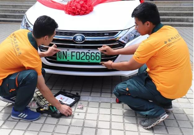 粤NF02666汕尾发出第一张粤N绿牌新能源汽车号牌